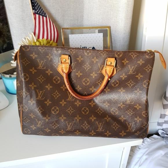 a045f85ef2f9 Louis Vuitton Handbags - Louis Vuitton Speedy 35 Monogram